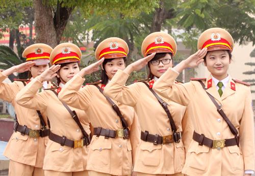nữ cảnh sát giao thông 8-3
